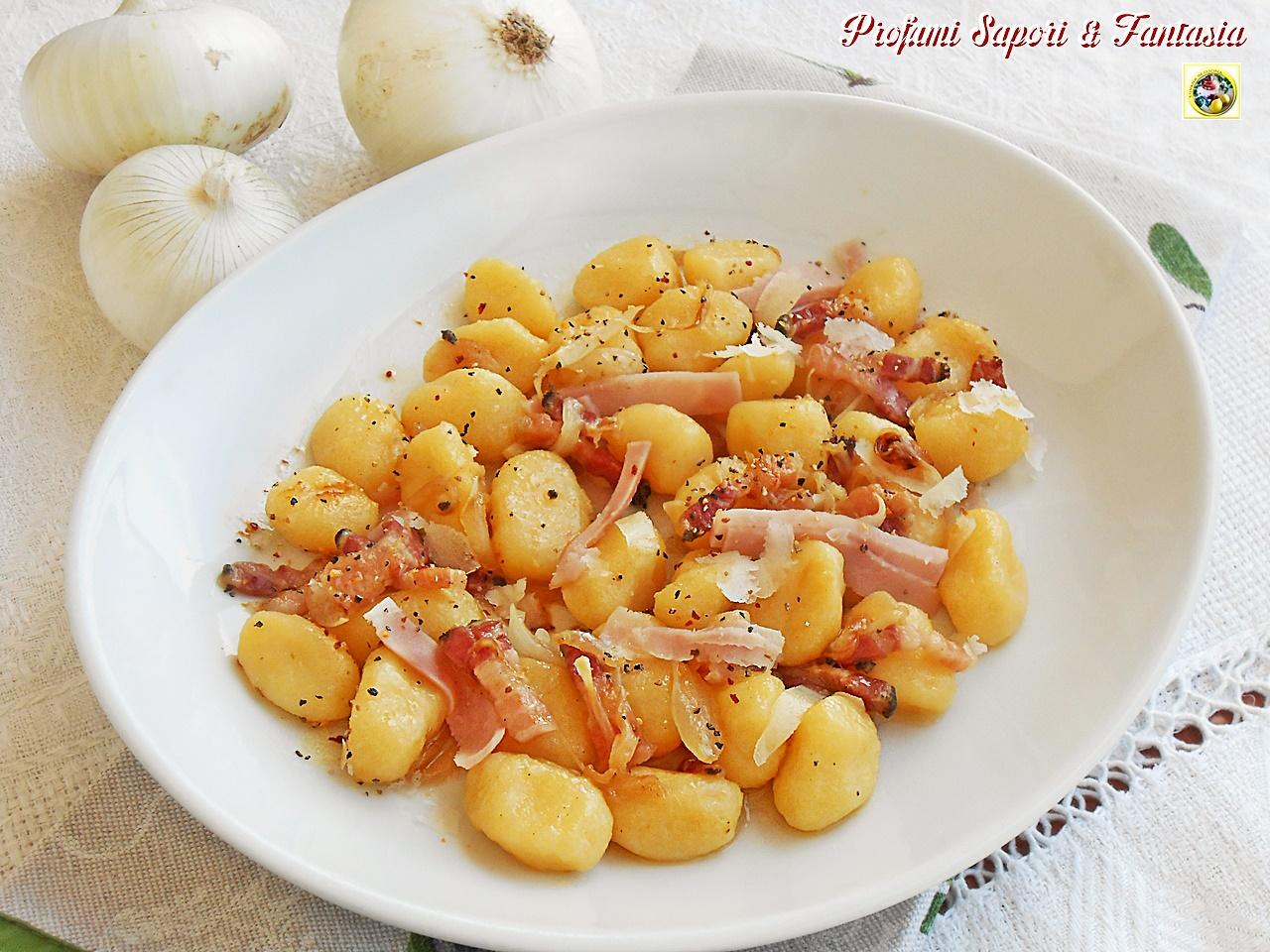 Gnocchi di patate con pancetta e cipolle