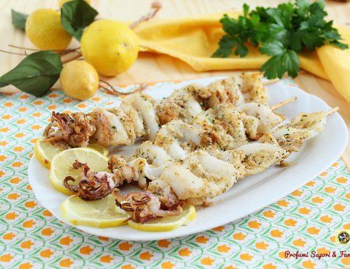 Spiedini di calamari al forno teneri e profumati
