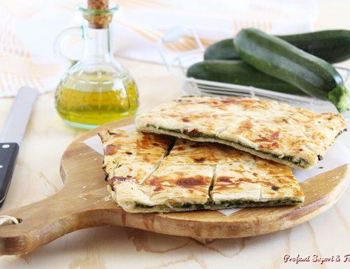 Sfogliata con zucchine trifolate e mozzarella
