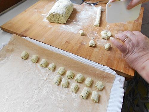 gnocchi di ricotta con zucchine a crudo