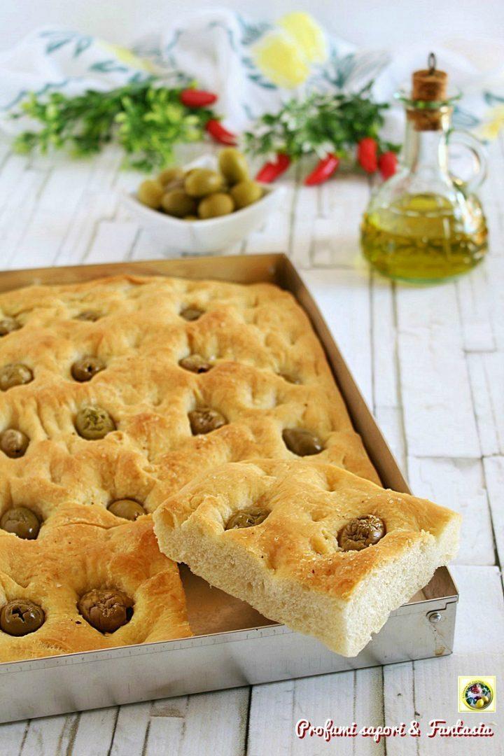 Focaccia genovese con olive