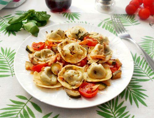 Tortelloni con pomodorini zucchine e salmone