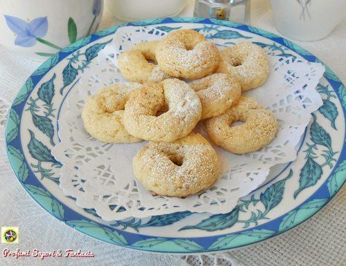 Ciambelline di pasta frolla e cioccolato bianco