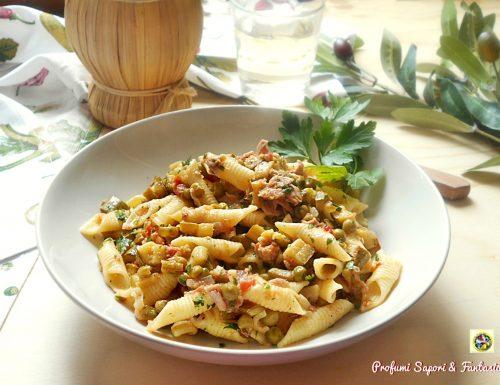 Pasta con zucchine piselli e tonno