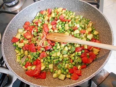 pasta con zucchine piselli e tonno 1