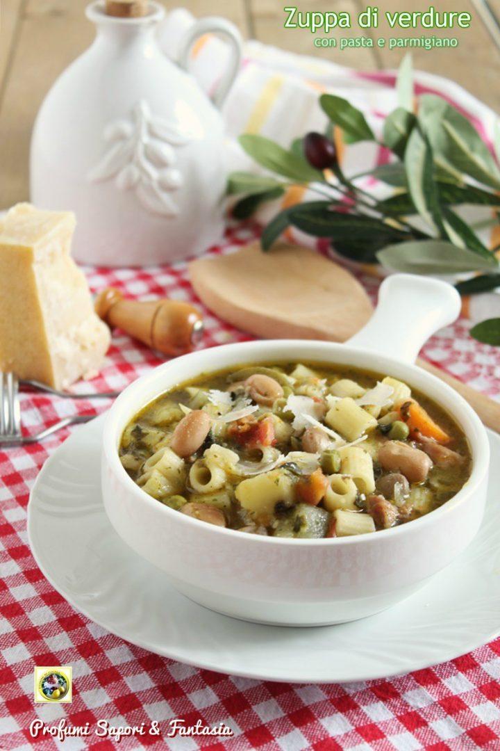zuppa di verdure con pasta e parmigiano