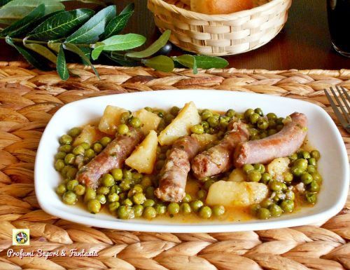 Salsiccia con piselli e patate in umido