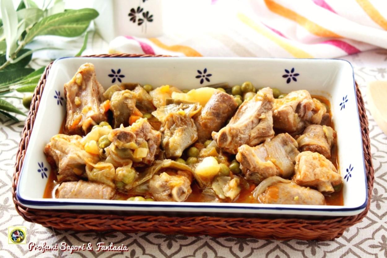 costine e salsiccia in umido con carciofi e patate