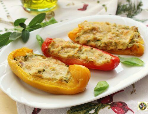 Peperoni ripieni con verdure e formaggi al forno.