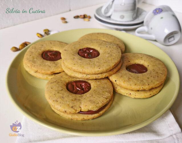 Biscotti occhio di bue al pistacchio e nocciole