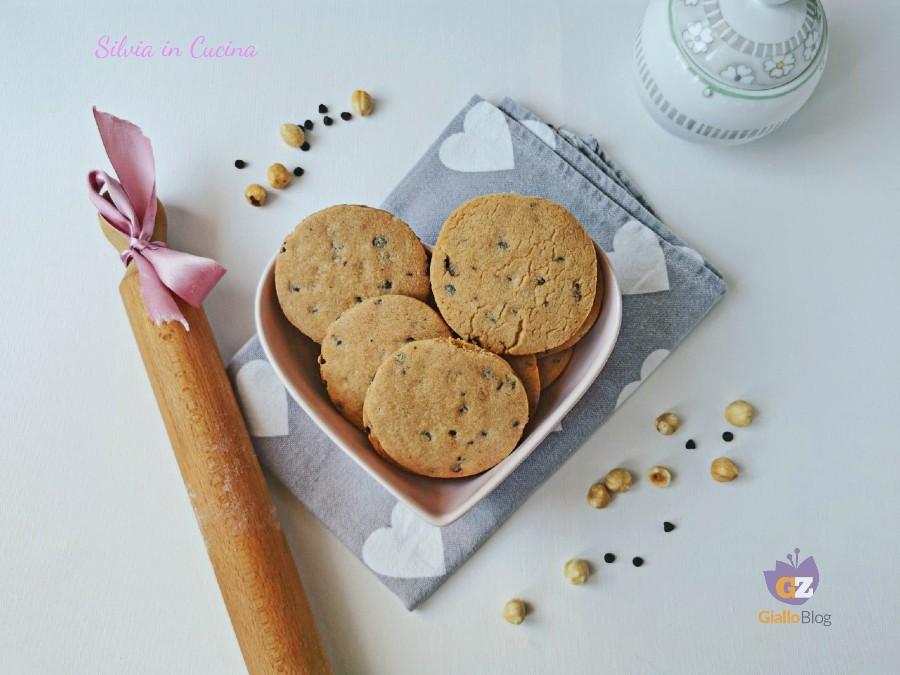 Biscotti Bimby con nocciole e gocce di cioccolato