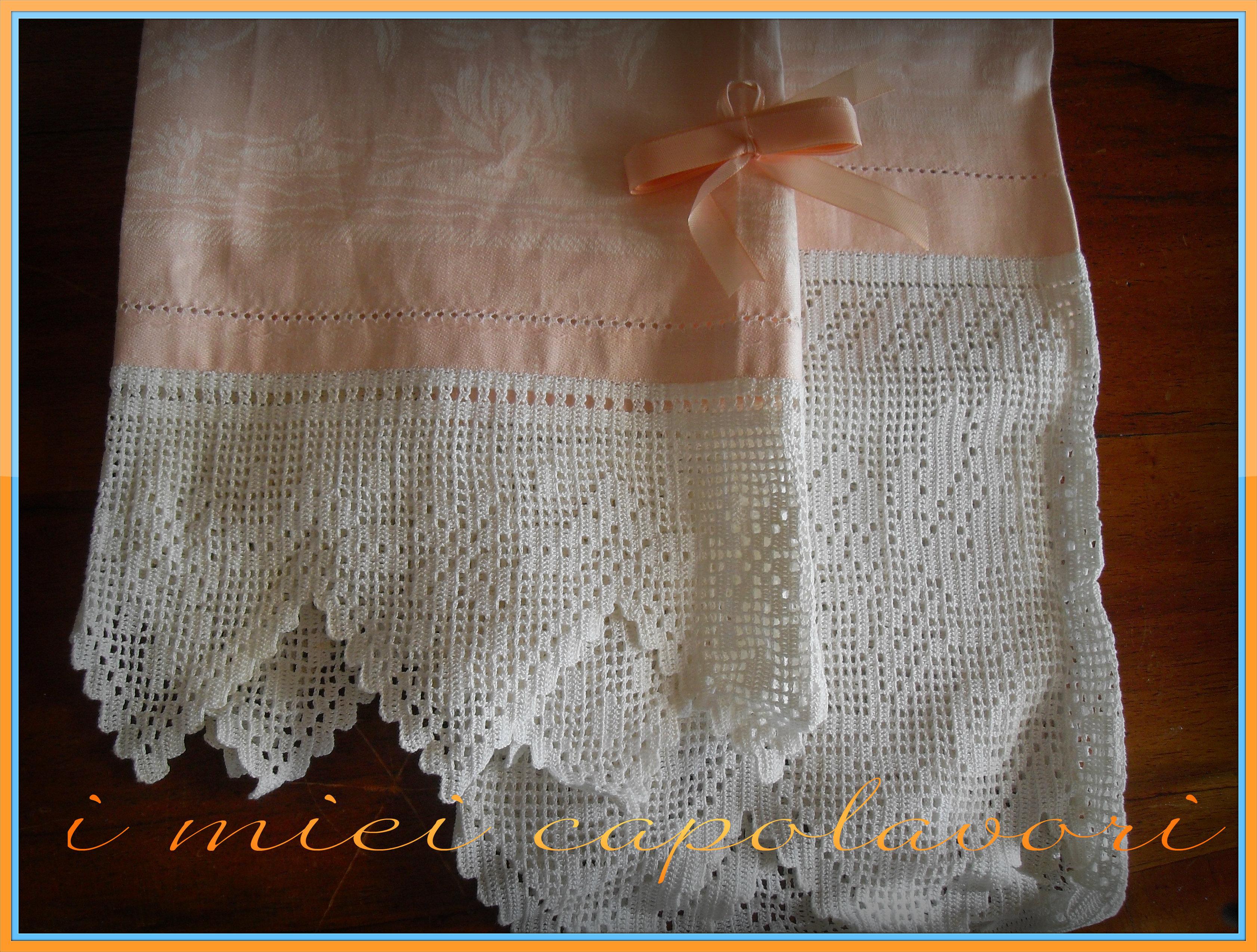 Asciugamani con rifiniture uncinetto e punto croce simo for Schemi bordi uncinetto per asciugamani