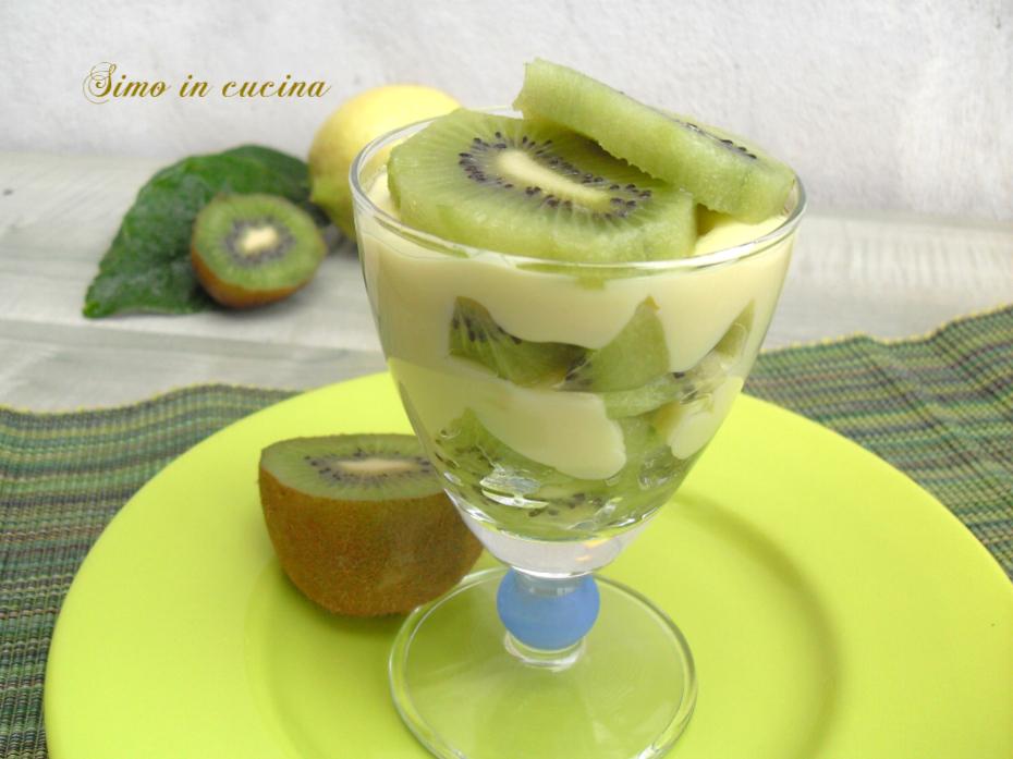 Coppette con crema pasticcera e kiwi