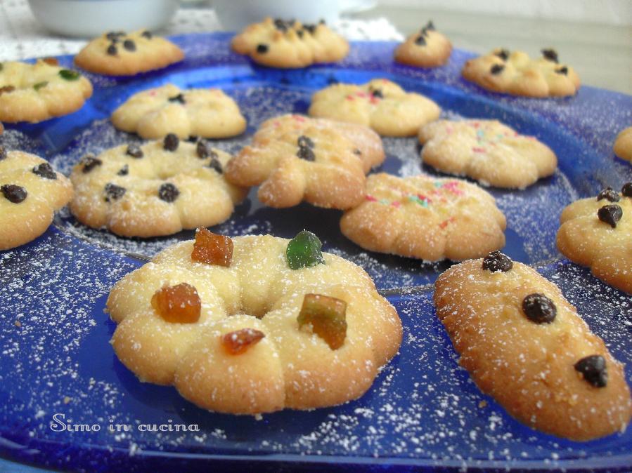 Pasticcini con la spara biscotti