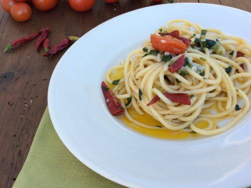 Spaghetti aglio olio  peperoncino e pomodorini
