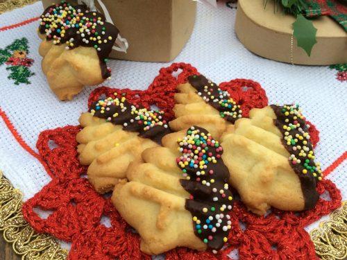 Biscotti Natalizi con glassa al cioccolato fondente