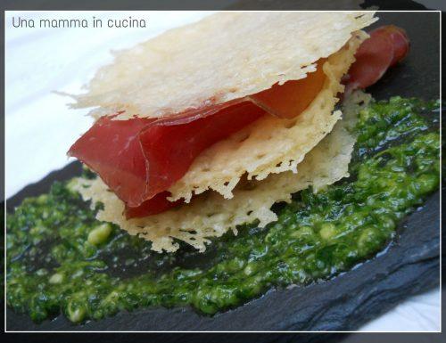 Bresaola con cialde di Parmigiano Reggiano e pesto di rucola e mandorle