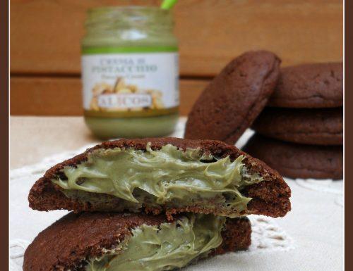 Frollini al cacao con crema di pistacchio