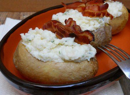 Patate ripiene con squacquerone e bacon croccante
