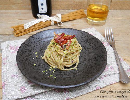 Spaghetti integrali con crema di zucchine e pistacchi