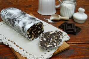 Salame al cioccolato senza uova, aromatizzato al caffè