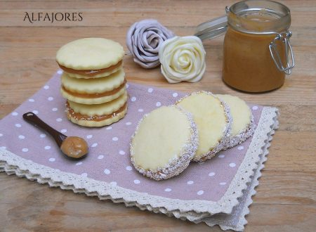 Alfajores, frollini alla vaniglia farciti con crema mou
