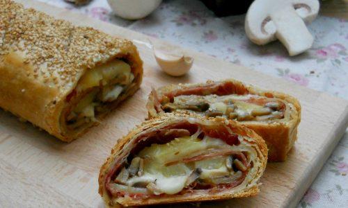 Strudel salato con patate, funghi, speck e formaggio