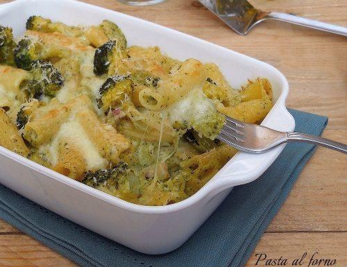 Pasta al forno con broccoli, pancetta e scamorza