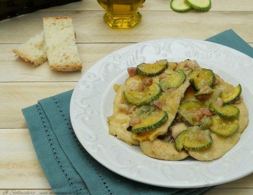 Petto di pollo con zucchine e pancetta