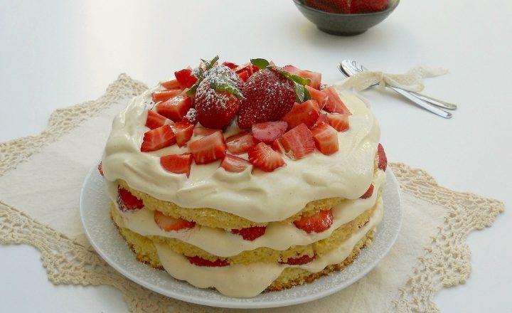 Torta con fragole e zabaione