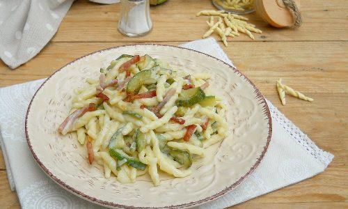 Trofie zucchine, speck e robiola