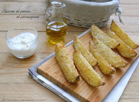 Spicchi di patate al forno con parmigiano, croccanti e golosi