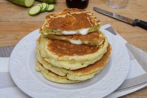 Pancakes alle zucchine e mozzarella