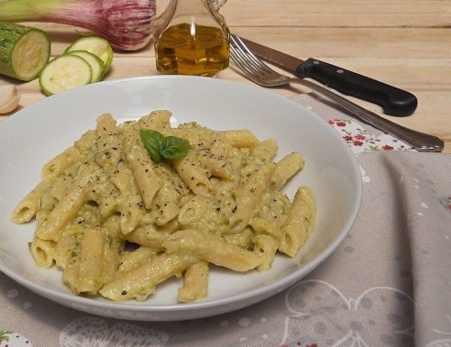 Pasta con crema di zucchine e philadelphia
