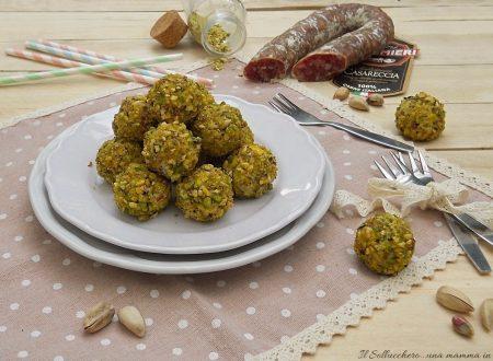 Bon bon di ricotta con salsiccia casareccia Clai e granella di pistacchi
