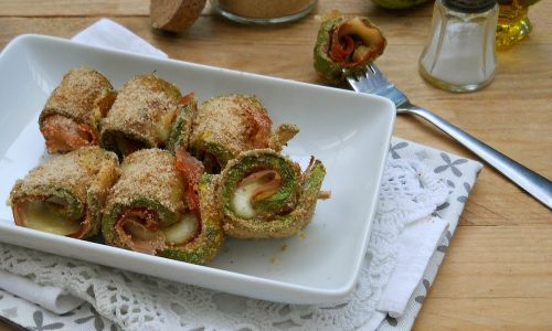 Involtini di zucchine al forno con cotto e mozzarella, senza uova