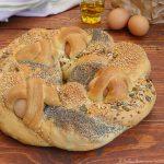 Treccia di pane farcita