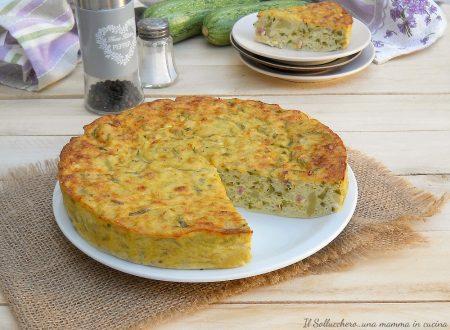 Frittata di zucchine, patate e pancetta, mordida e alta