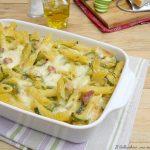 Pasta al forno con zucchine, pancetta e scamorza