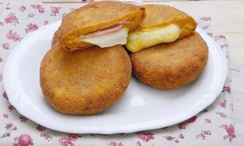 Cotolette di zucca e patate con speck e mozzarella
