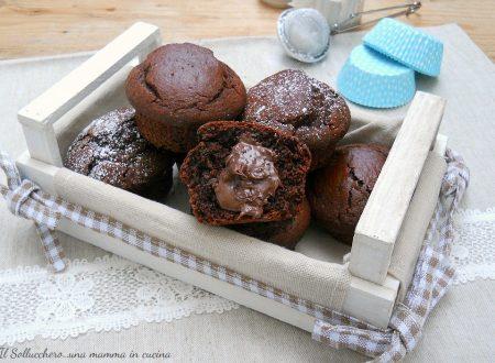 Muffin al cacao con cuore morbido di nutella