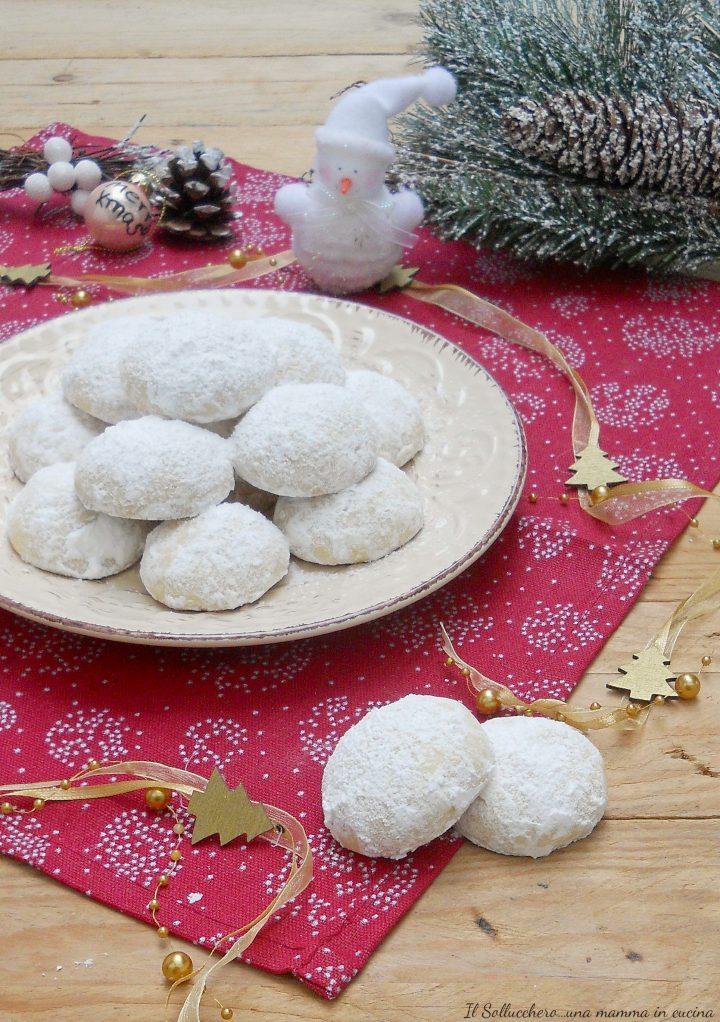 Palle di neve biscotti delicati e friabili alle mandorle e vaniglia 60c919cdf97e