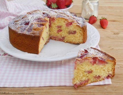 Torta 7 vasetti alle fragole, con consigli per non fare affondare la frutta