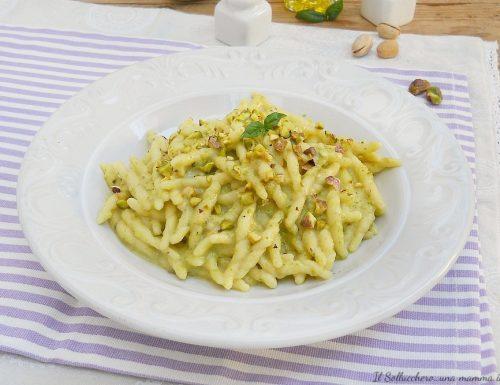 Trofie con crema di zucchine, ricotta e pistacchi