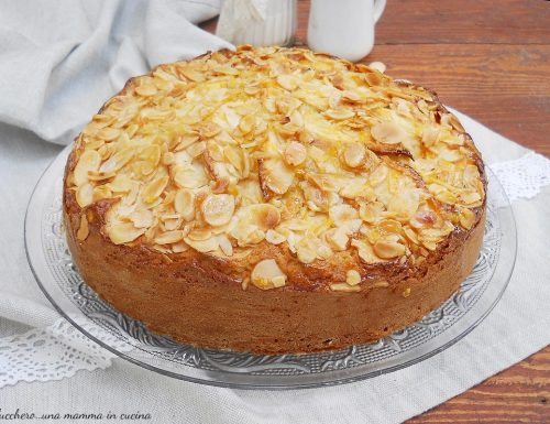 Torta super soffice di mele e mandorle