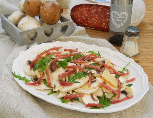 Insalata di funghi, salame Bellafesta Light Clai, rucola e grana