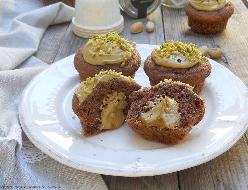 Muffin al cacao con cuore morbido al pistacchio
