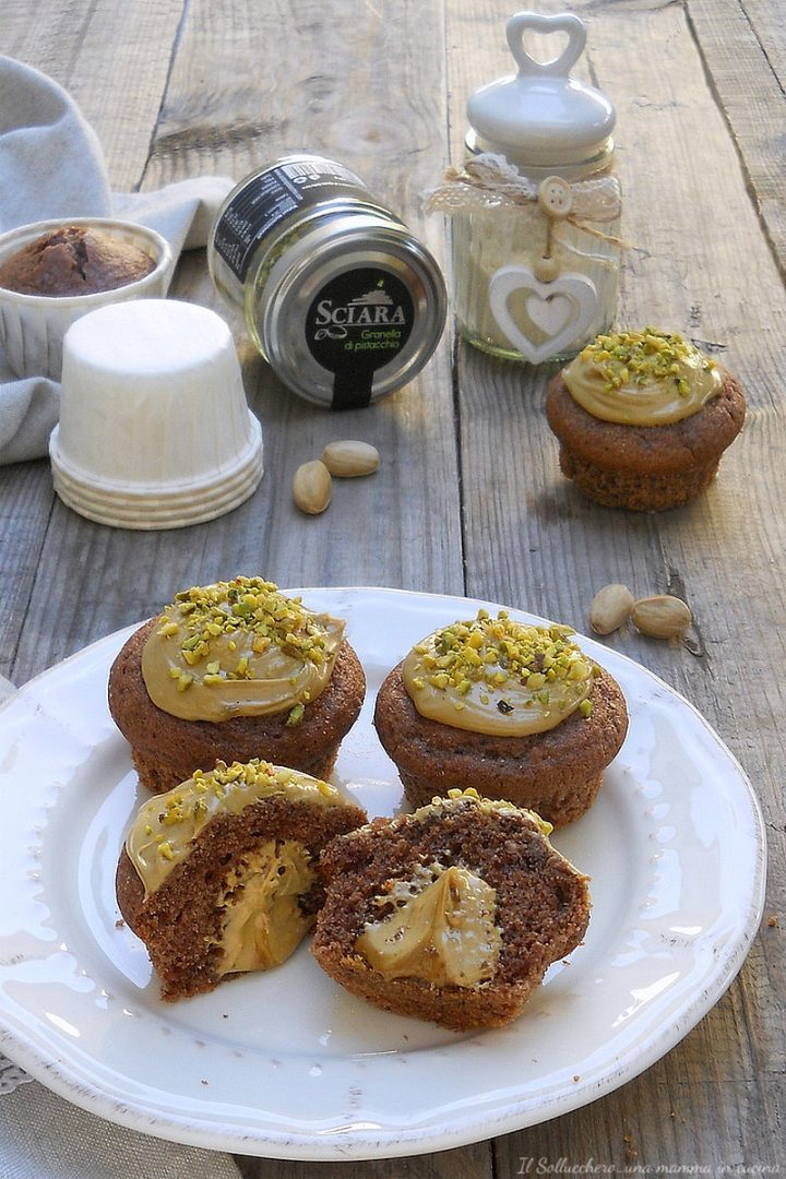 muffin al cacao con cuore morbido al pistacchio vert