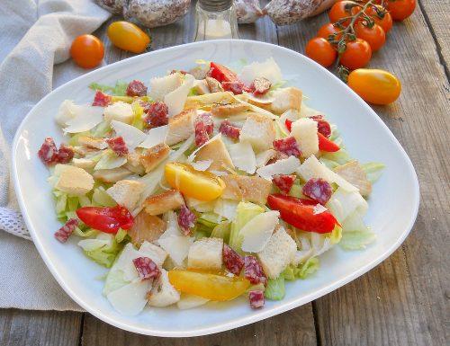 Ceasar salad con pollo e Salamini sbuccia e mangia Clai