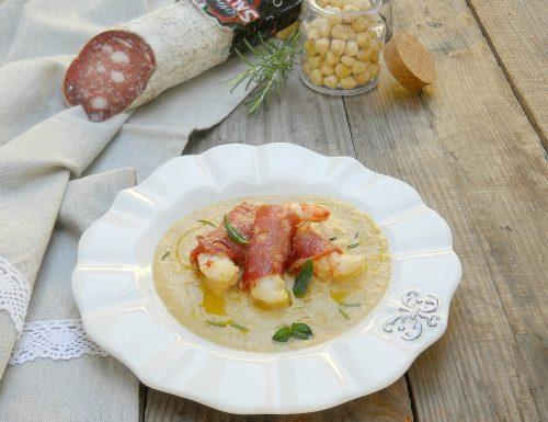 Crema di ceci con gamberi in camicia di Salame Campagnolo Clai